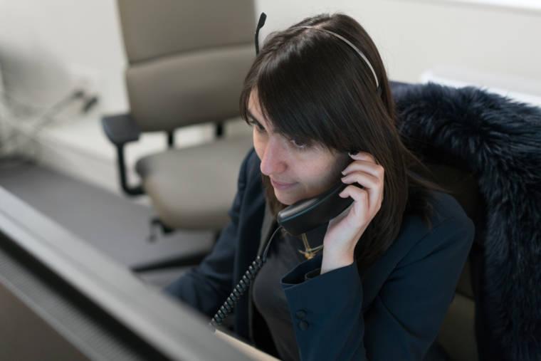 Morgane téléphone à son bureau.